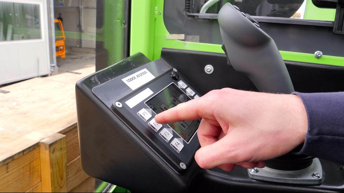 OMG: funzione idraulica e selezione tipi di guida gestiti con joystick