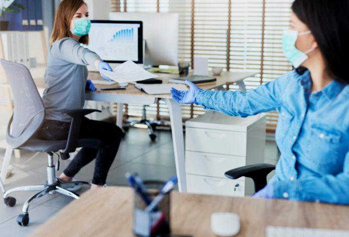 le regole per arieggiare gli ambienti di lavoro