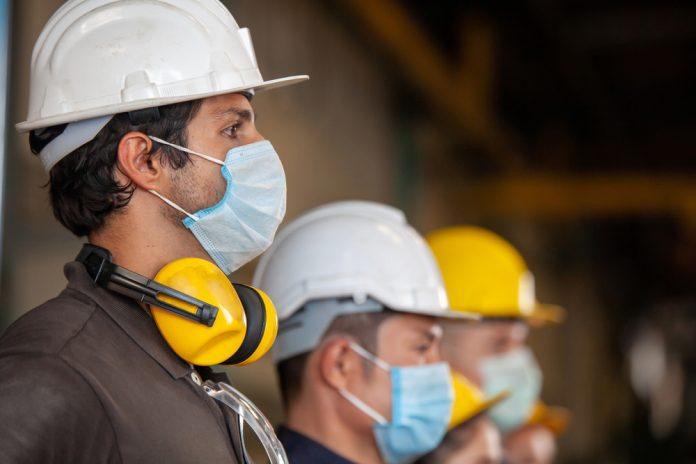 Approvato il nuovo Dpcm: mascherine obbligatorie all'aperto, tutte le misure